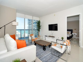 Luxury apartment with amazing ocean views at the W Miami! FREE SPA