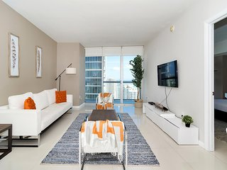 Incredible Brickell Renovated apartment with waterfront with premiun designs. FR