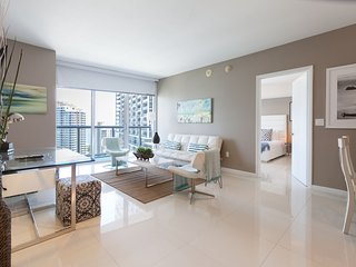 Incredible Highrise ocean view suite one Bedroom at the W Icon Miami. FREE SPA