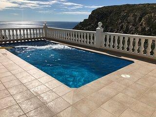 Immaculate Luxury Villa, Fabulous Sea & Mountain views, Heated Pool, WiFi, A/C