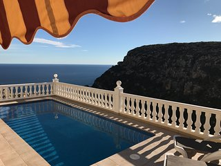 Immaculate Villa, 180 degree Sea & Mountain views, Sunny Terraces, Heated Pool