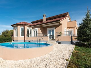 3 bedroom Villa in Drniš, Šibensko-Kninska Županija, Croatia : ref 5542632