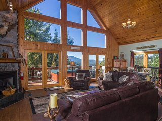 Luxury Log Cabin w/ 3 King Master Suites, Amazing Mtn View, 2 Pools in Summer