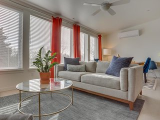 Bright condo w/ gas fireplace & perfect location for dining, music & breweries!