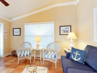 Charming cottage-style condo w/ shared pool & easy beach access - dogs ok!
