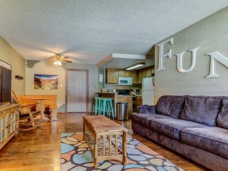 Lovely condo one block from Giant Steps Ski Lodge w/ views of the mountain