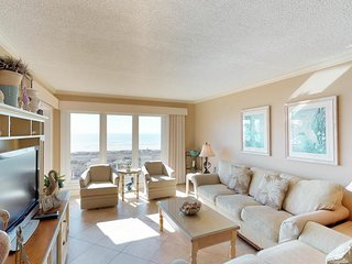 Waterfront condo boasting a shared pool, hot tub, ocean view - near the beach!