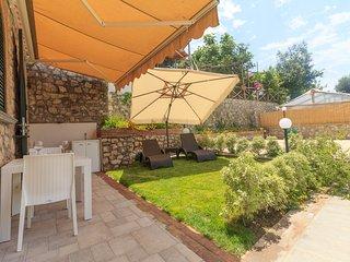 LUCIA - House with garden in Montechiaro