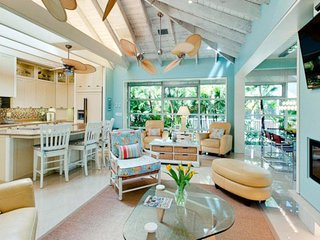 High-end home w/ private pool/courtyard, fireplace, & floor-to-ceiling windows