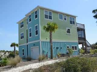 Gulf front! Private Pool, Private Boardwalk, Wifi, Ping-Pong, Gulf Front Decks