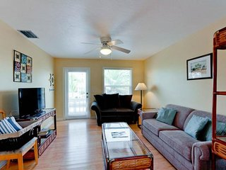 Cozy full duplex w/ 2 private pools only a short walk from the beach!