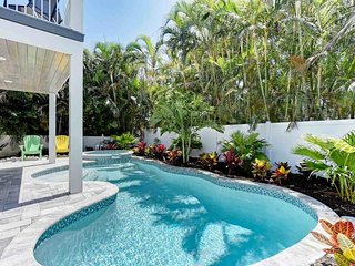 Beautiful, stylish home with private pool - walk to beach & dining!