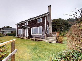 A cozy Cape Cod oceanfront house w/ sweeping ocean views - steps from the beach