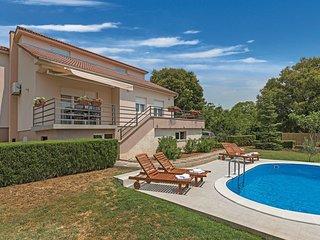 3 bedroom Villa in Drniš, Šibensko-Kninska Županija, Croatia : ref 5543643