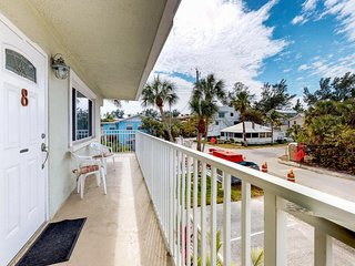 Bright and breezy seaside condo with shared pool and prime location!