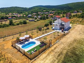 3 bedroom Villa in Pletikosići, Croatia - 5571449