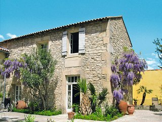 2 bedroom Villa in Tarascon, Provence-Alpes-Côte d'Azur, France : ref 5443402