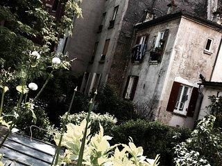 Chambre vegetale avec vue sur jardin /\ Belleville