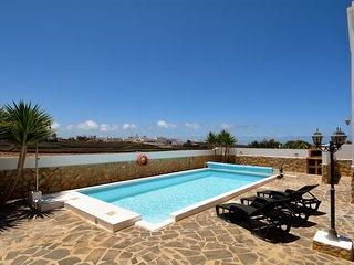 Amplia villa c/ piscina y terraza! Ref. 232647