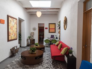 4-Suite house in urban villa (+2 opt.); seize our Viva Mexico! special