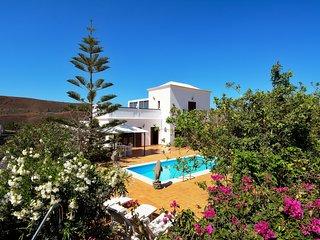 Villa c/ vistas a las colinas & piscina!Ref.232644