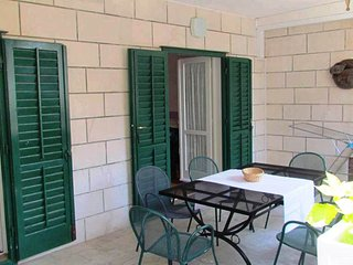 Comfortable three bedroom apartment, 100 m from the beach, great location!