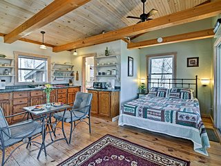 Serene Robbinsville Cabin w/Screened Porch & Grill
