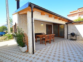 1 bedroom Villa with Air Con, WiFi and Walk to Beach & Shops - 5131286