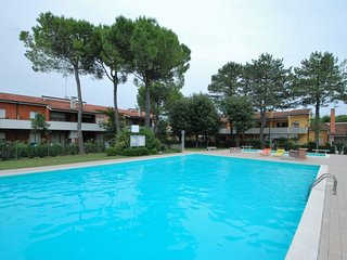 2 bedroom Apartment with Pool, Air Con and Walk to Beach & Shops - 5084203