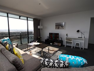 Beautiful Sunset Apartment on Cavill Avenue