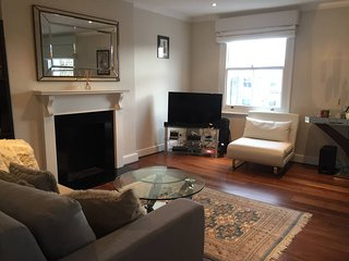 Bright 2BR Home by Earl's Court