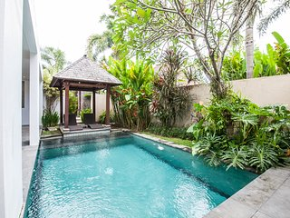 Adamant House Traditional 2 Bedroom up to 4 Canggu