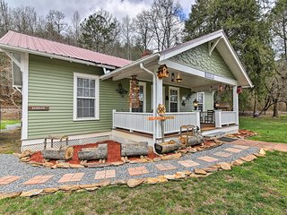 NEW! 3BR Historic Railroad House in Marble!