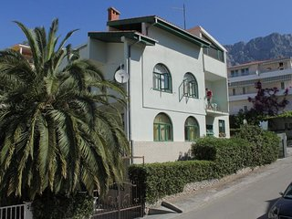 Two bedroom apartment Makarska (A-6759-a)