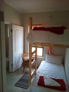Children's niche bedroom with bunk bed and en-suite bathroom