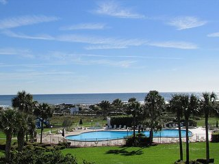 Ocean View With 3 Bedrooms 2 Bathrooms Located At Colony Reef Club 3306