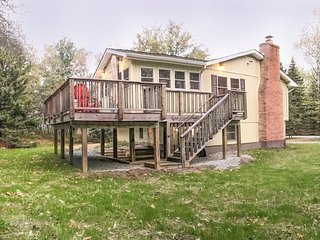 Newly Renovated 3BR Long Pond House w/ Large Deck!