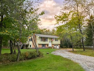 3BR Long Pond House w/Spacious Deck!