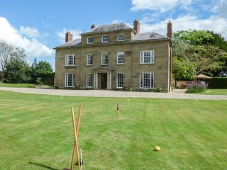 PLAS YOLYN, detached Grade II* listed manor, with en-suites, hot tub, games room