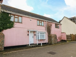 THE COTTAGE, detached, private garden, woodburner, pet-friendly, in Watchet