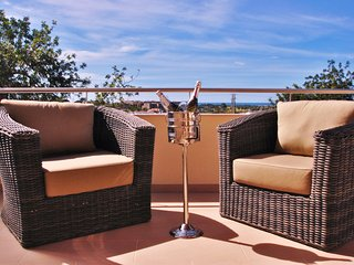 MODERN 3 BED VILLA W/ POOL, AIR CON, FREE WI-FI & 5MIN DRIVE TO THE BEACH