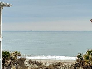 Luxury Living Savannah: Bargains!! Steps to Beach and Pier