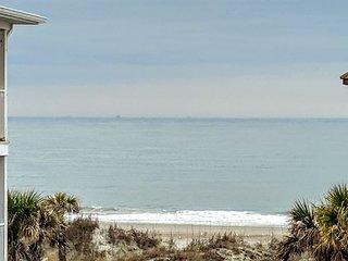 Luxury Living Savannah: Bargains!! Steps to Beach and Pier