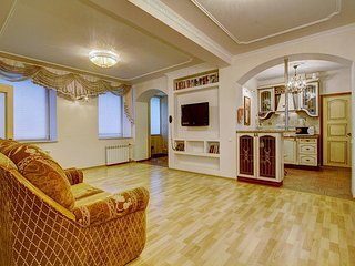 Pretty-looking spacious two-bedroom apartment on the Nevsky Avenue