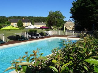 La Grange,child friendly holiday cottage in dordogne with pool & free pitch&putt