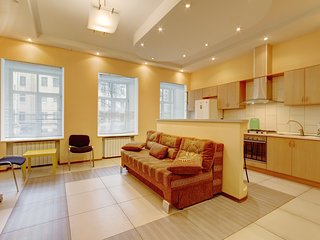 Spacious well-equipped two-bedroom apartment nearby with the Nevsky Avenue