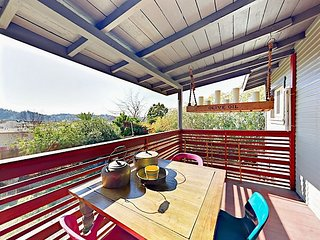 Glassell Park 2BR - Restored Craftsman Home w/ Private Deck & Fenced Yard