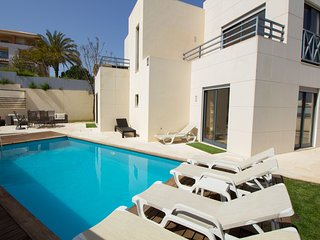 NEW, MODERN, PRIVATE LUXURY VILLA W/ HEATED POOL & WI-FI, 5 MIN WALK TO 'STRIP'