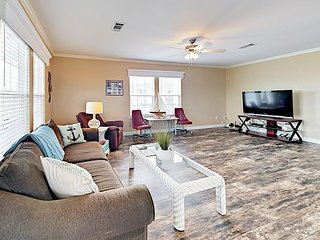 Comfortable, Family-Friendly 3BR w/ Balcony & Yard - 5 Minutes to the Beach