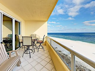 Spacious Enclave Beachfront 3 BR w/ Gulf-Views w/ Pools and Tennis